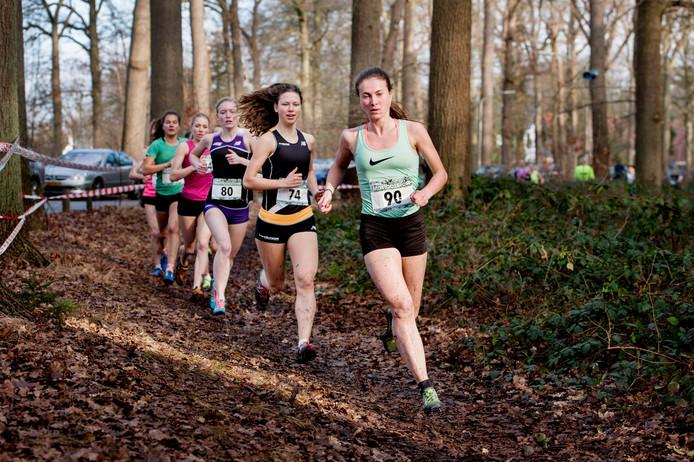 Marijke de Visser (voorop op archiefbeeld) is bij Team Zevenheuvelen in Nijmegen aan haar tweede hardloopleven begonnen.