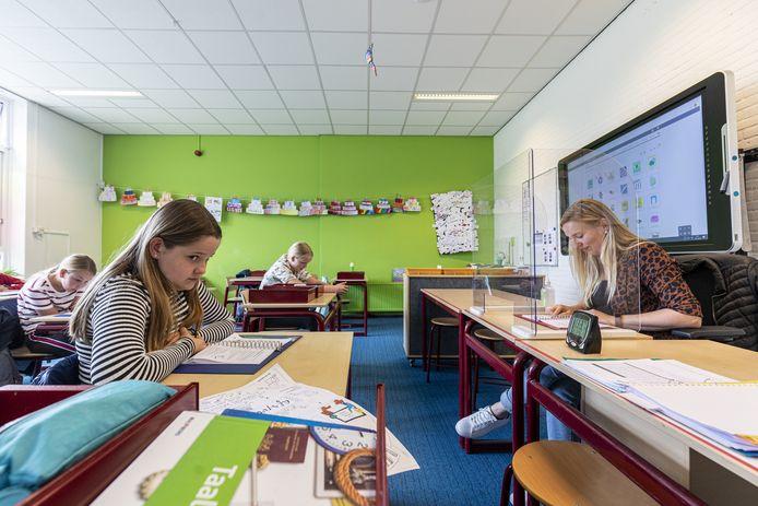 School in coronatijs, in Westerhaar-Vriezenveensewijk.