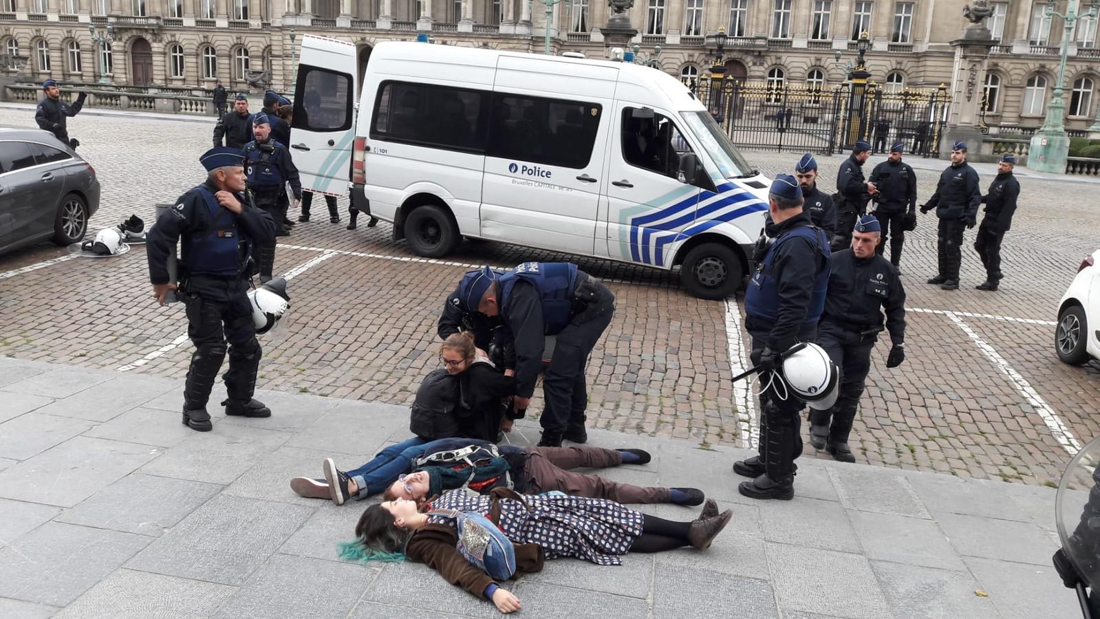 Arrestations de militants d'Extinction Rebellion.