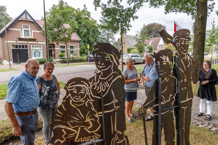 Prototypen van vier beelden (samen een kolonistengezin) die bij de entrees van Willemsoord komen te staan.