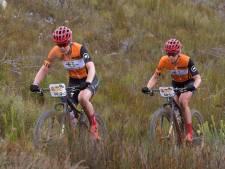 Van der Breggen pakt met Langvad ook derde etappe in Cape Epic