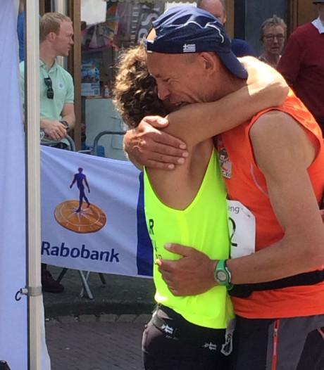 Fenomenale Leonie Ton eerste vrouw in race van 224 km