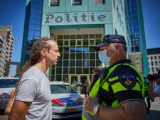 Willem Engel gaat aangifte doen van politiegeweld bij demonstratie: 'Blauw plekje op mijn arm'