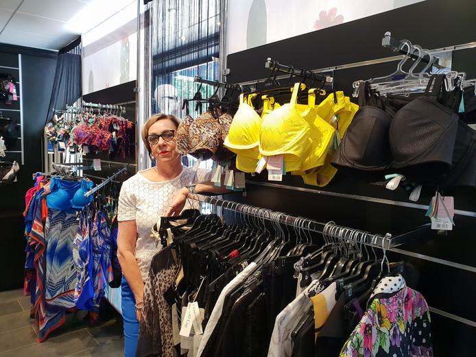 Wil Stapper in haar winkel Sur de Soi Lingerie in Etten-Leur.