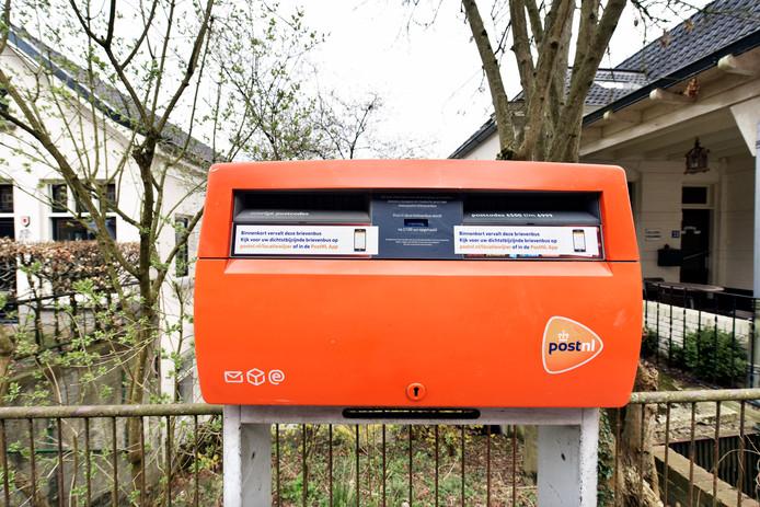 Ook in de gemeente Rheden en Rozendaal gaan brievenbussen verdwijnen.