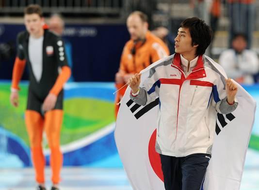 Seung-Hoon Lee (R), plotseling winnaar op de olympische 10 kilometer in Vancouver.