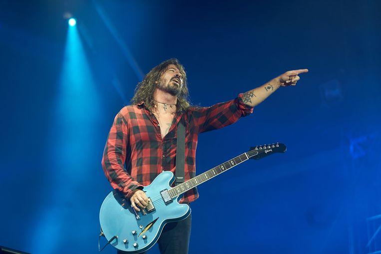 De gitaar in kwestie; Grohl speelde er iedere avond op tijdens zijn tournee, maar gaf het instrument aan Collier.