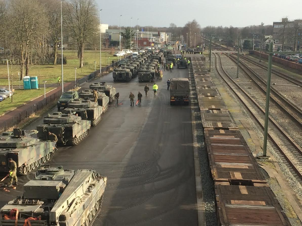 Het inladen van het materieel in Steenwijk.