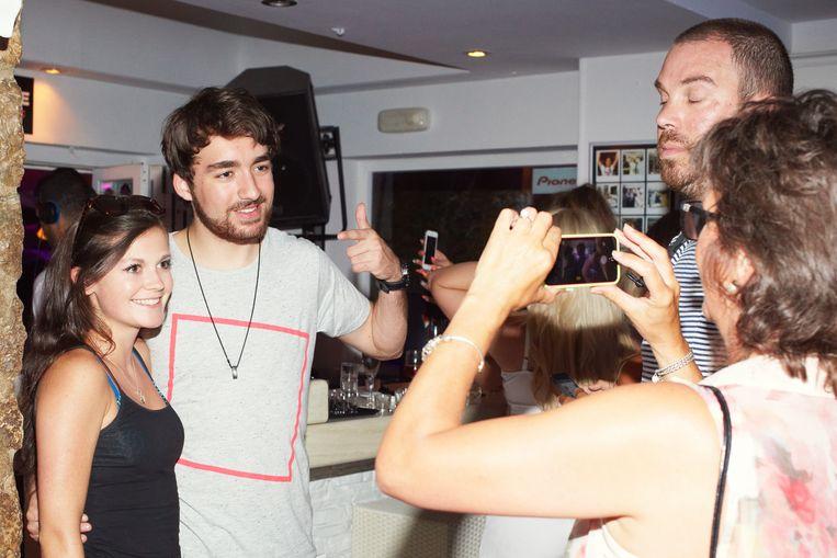 Heldens in 2014 op Ibiza met fans. Beeld Daniel Cohen