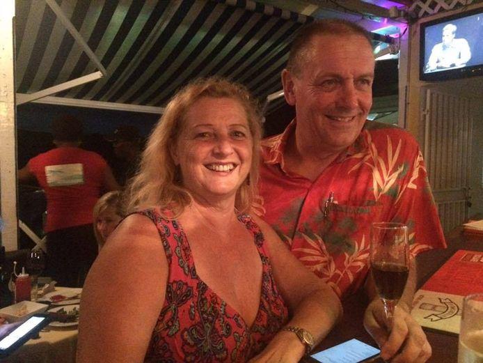 Lise van de Kamp en Hans Schilders in hun hotel op het Caribische eiland Dominica.