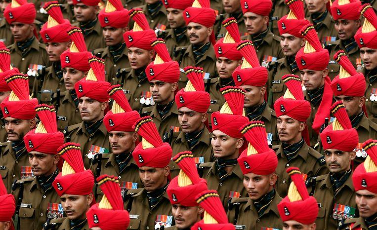 Indiase soldaten repeteren voor de militaire parade op de Dag van de Republiek.  Beeld REUTERS