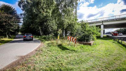 """Nieuw fietspad langs E40 komt onder brug aan Torhoutse Steenweg: """"Gevaarlijk punt verdwijnt"""""""
