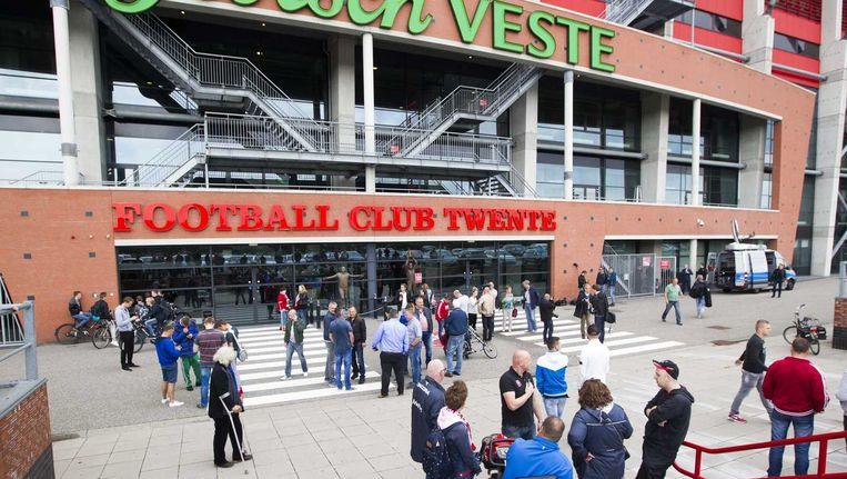 Supporters bij het stadion van FC Twente. Beeld anp