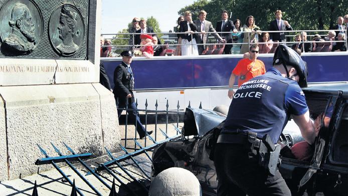 Karst Tates reed op Koninginnedag 2009 in op het toegestroomde publiek en doodde daarbij 7 mense