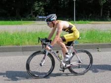 Triatleet Chris Steenbakker uit 's-Heerenhoek maakt Europees debuut