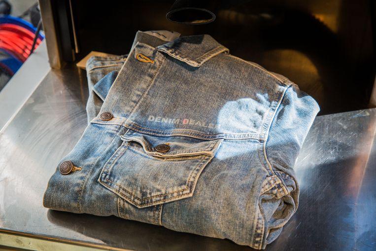 Ook tekst in jeans laten laseren kan