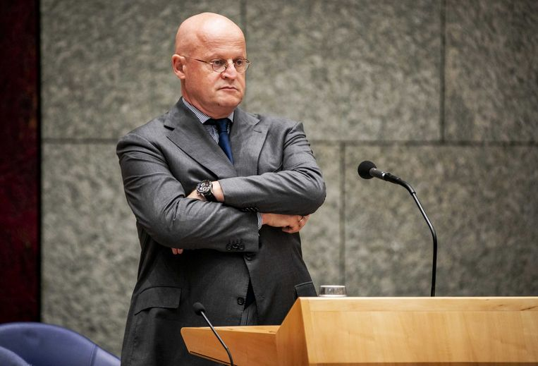 Minister Grapperhaus zei dat de moord op advocaat Wiersum ook op het conto moest worden geschreven van de pilletjesslikkers bij het dancefeest in het weekeind Beeld ANP