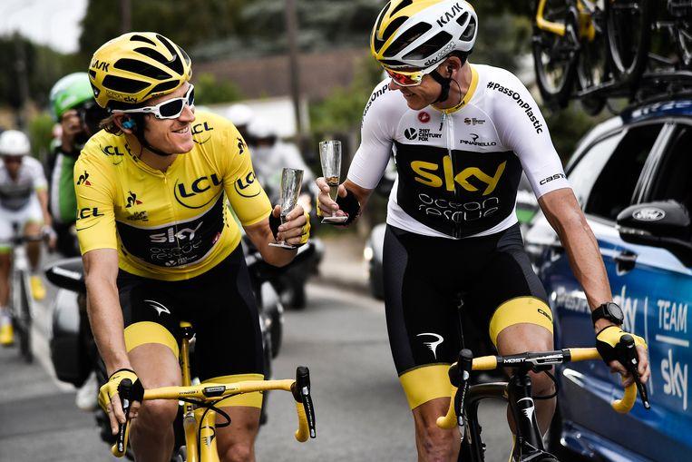 Thomas (links) en Froome tijdens de laatste etappe van de Tour de France van 2018.  Beeld EPA