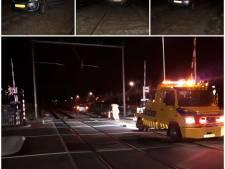 Automobilist vergist zich: auto op spoor in Goes