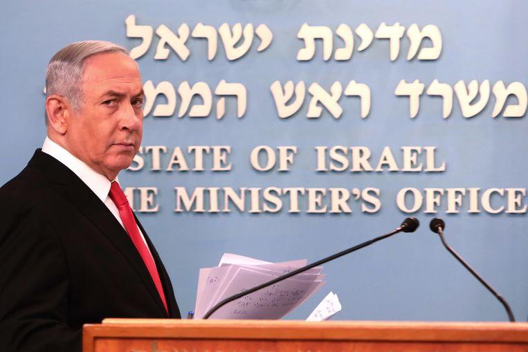 De Israëlische premier Benjamin Netanyahu houdt een toespraak over de maatregelen om de verspreiding van het corona virus tegen te gaan.  Beeld EPA
