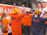 Bussen vol met Oranjefans onderweg naar Frankrijk