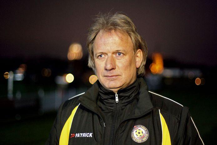 Paul van Buuren, hier in 2012 als trainer van Tholense Boys, is dit seizoen nog ongeslagen met zijn huidige club Sprundel.