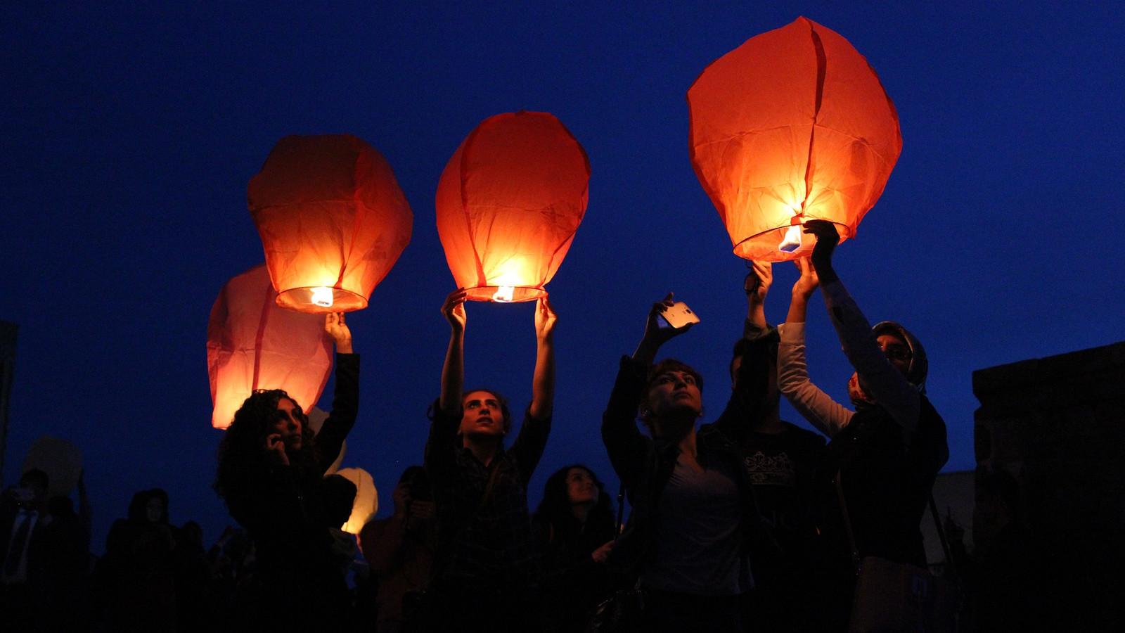 Wensballonnen kunnen natuurbranden veroorzaken.