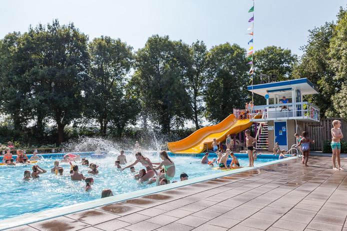 Voor volgende week is zo'n mooi weer voorspeld, dat het zwembad De Tippe in Heino langer open blijft.