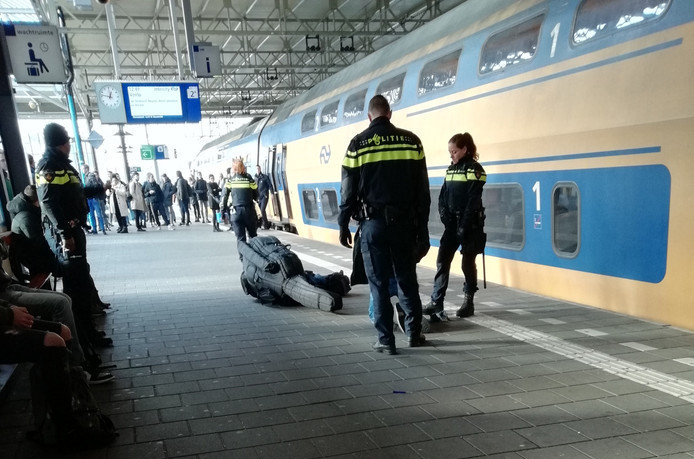 De aanhouding van de verdachte op station Eindhoven.