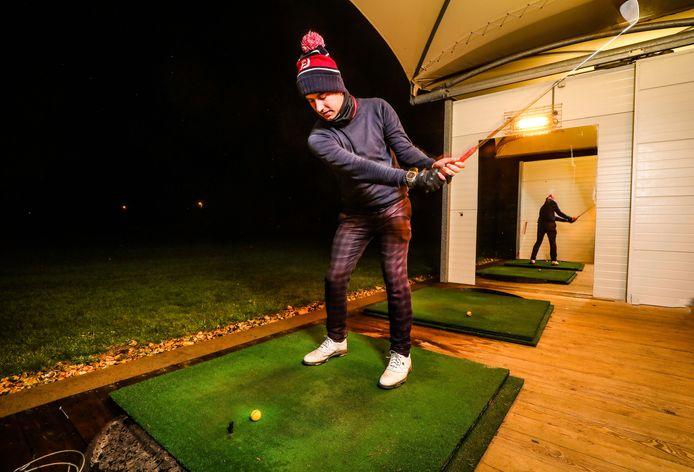 """Eén van die nieuwlichters is de 26-jarige Arnaud Van Soom uit Westende: """"Het golfterrein ligt op een minuut van mijn huis, maar toen enkele vrienden voorstelden om eens te gaan golfen, was mijn eerste idee 'jullie zijn zot.'"""""""