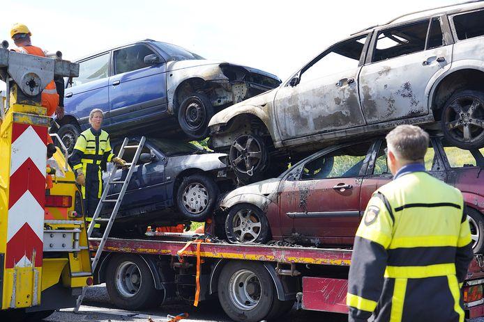 Vier auto's op de aanhangwagen hadden in brand gestaan.