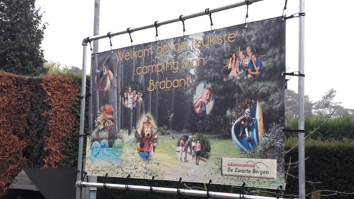 'Welkom op de leukste camping', meldt camping De Zwarte Bergen in Luyksgestel bij de ingang