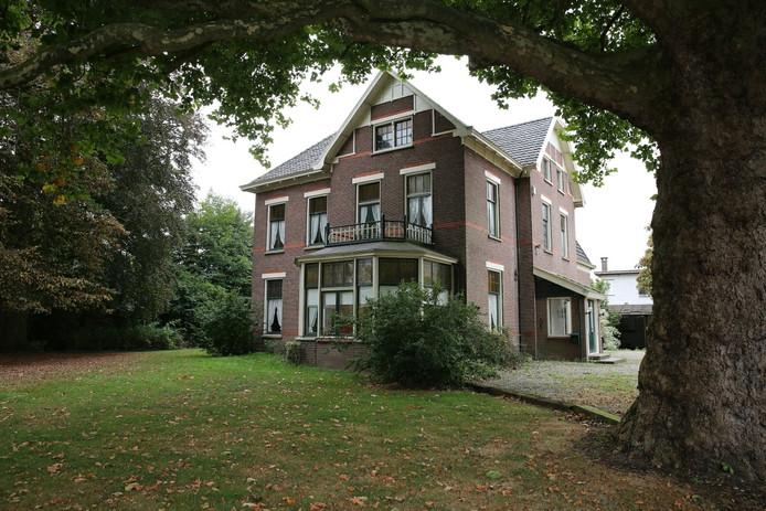 De oude villa aan de Rijksstraatweg in Twello werd in de zomer van 2016 aangekocht door de gemeente Voorst.