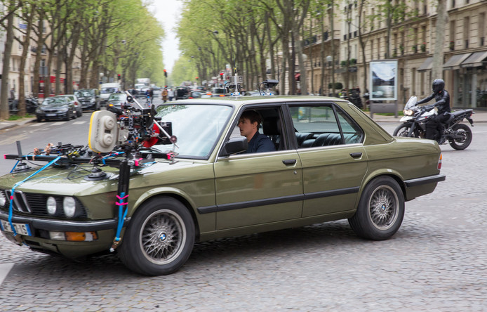De BMW 5 Serie sedan uit 1986 op de set van Mission: Impossible - Fallout