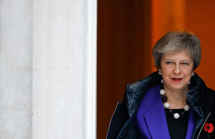 Theresa May verlaat Downing Street in Londen