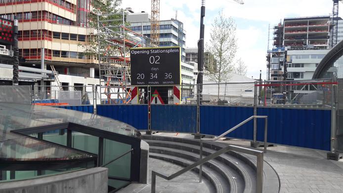 Klok telt af tot opening tweede deel stationsplein Utrecht.