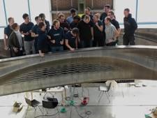 De 3D-geprinte stalen brug voor de Wallen is af