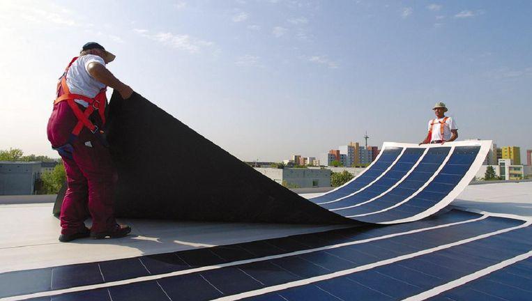 Dunnefilm-zonnecellen worden al toegepast, maar met perovskiet kunnen ze nog dunner, goedkoper én efficiënter worden. Beeld Zonvoorjou