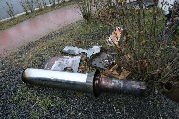 Hoe de dakbrand is kunnen ontstaan is onduidelijk, de bewoners lieten de schoorsteen ieder jaar reinigen