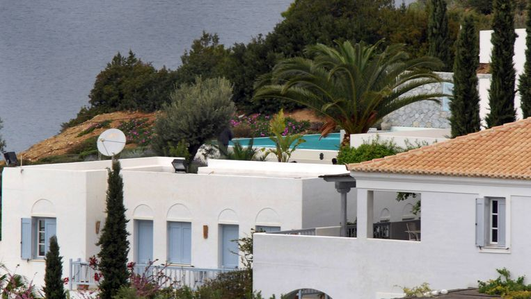 Het nieuwe buitenverblijf van prins Willem-Alexander en zijn gezin bij de Zuid-Griekse plaats Kranidi. De villa zou 4,5 miljoen euro hebben gekost en beschikt over een zwembad, privéhaven en privéstrand. Beeld anp