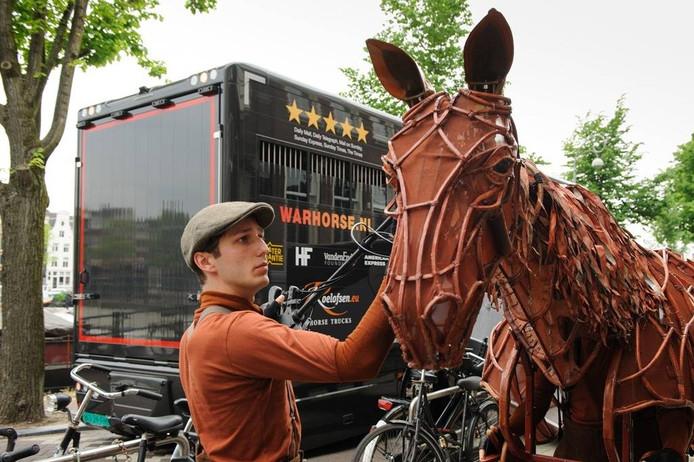 Diego González-Clark was te zien in de musical War Horse. Hij trad daarmee vier maanden op in Koninklijk Theater Carré. foto Annemieke van der Togt/Roy Beusker Fotografie
