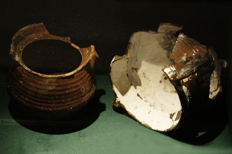Twee grapen, vroeg 17de-eeuws, geglazuurd aardewerk. Amsterdam, Archeologische dienst, in langdurig bruikleen aan Museum Het Rembrandthuis. Beeld Het Rembrandthuis