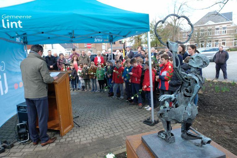 Het nieuwe gedenkteken van de hand van Jan Verschueren op het Oudstrijdersplein.