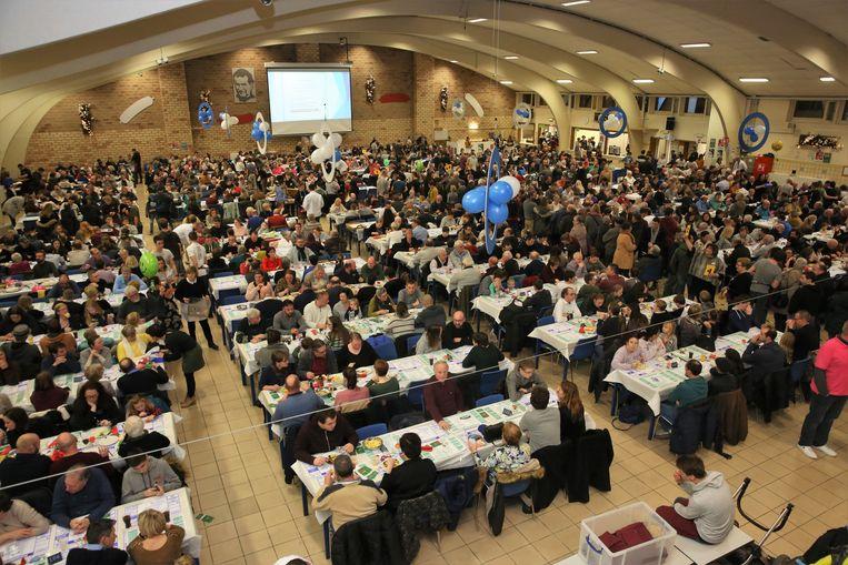 In de grote zaal op de campus van Don Bosco kunnen tijdens de Pensenkermis duizend mensen tegelijk eten.