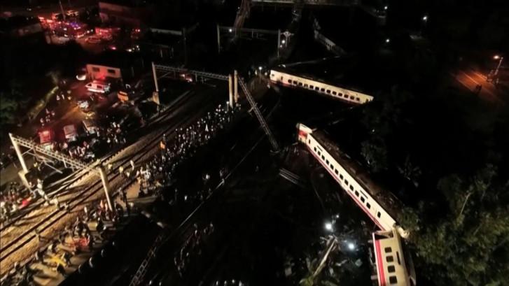 17 doden en ruim 100 gewonden bij ontsporen trein in Taiwan