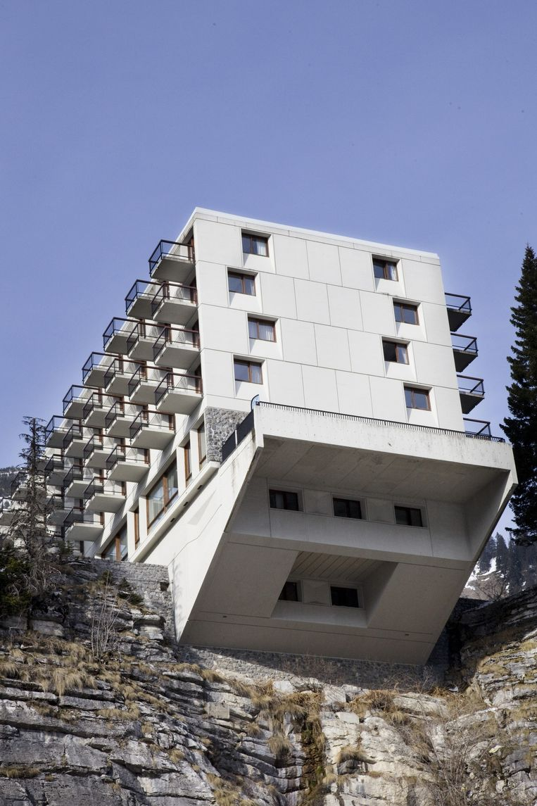 Hotel Le Flaine met overhangend terras Beeld Io Cooman