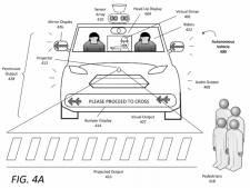 Zelfrijdende auto's 'praten' met voetgangers via robothanden, emoji's en rare geluiden