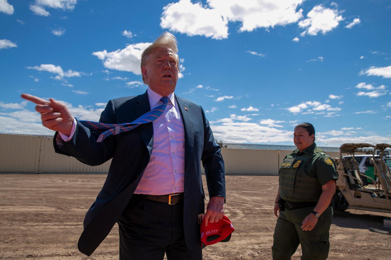 De Amerikaanse president Trump bij een bezoek aan de Amerikaans-Mexicaanse grens in Californië. Archieffoto.