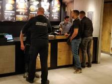 Man probeert vastgeketende tablet te stelen bij McDonald's