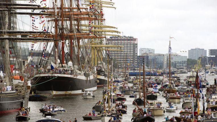 Op de openingsdag van SAIL varen ruim 600 schepen mee in de SAIL-In Parade. Beeld .